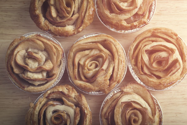 Rosette cinnamon rolls in individual pans